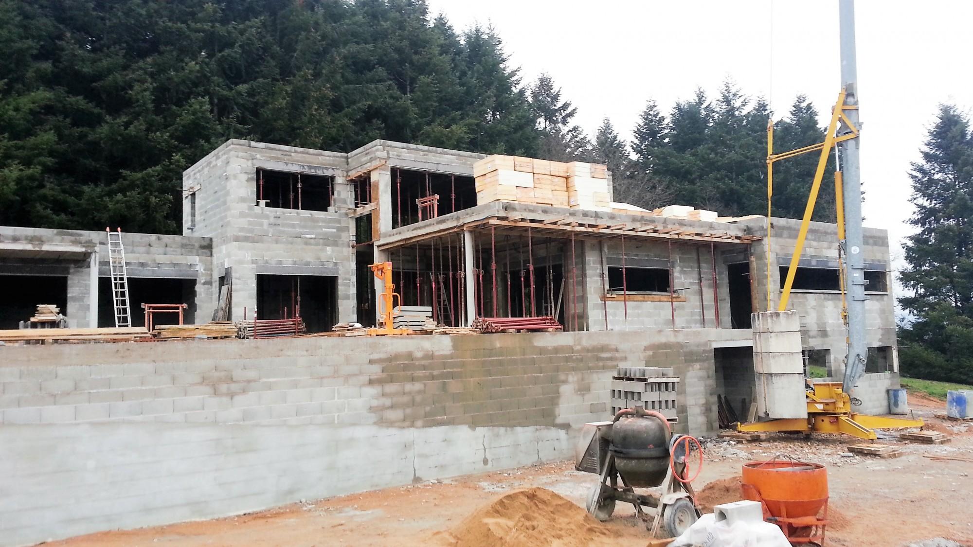 maison contemporaine en cours de construction