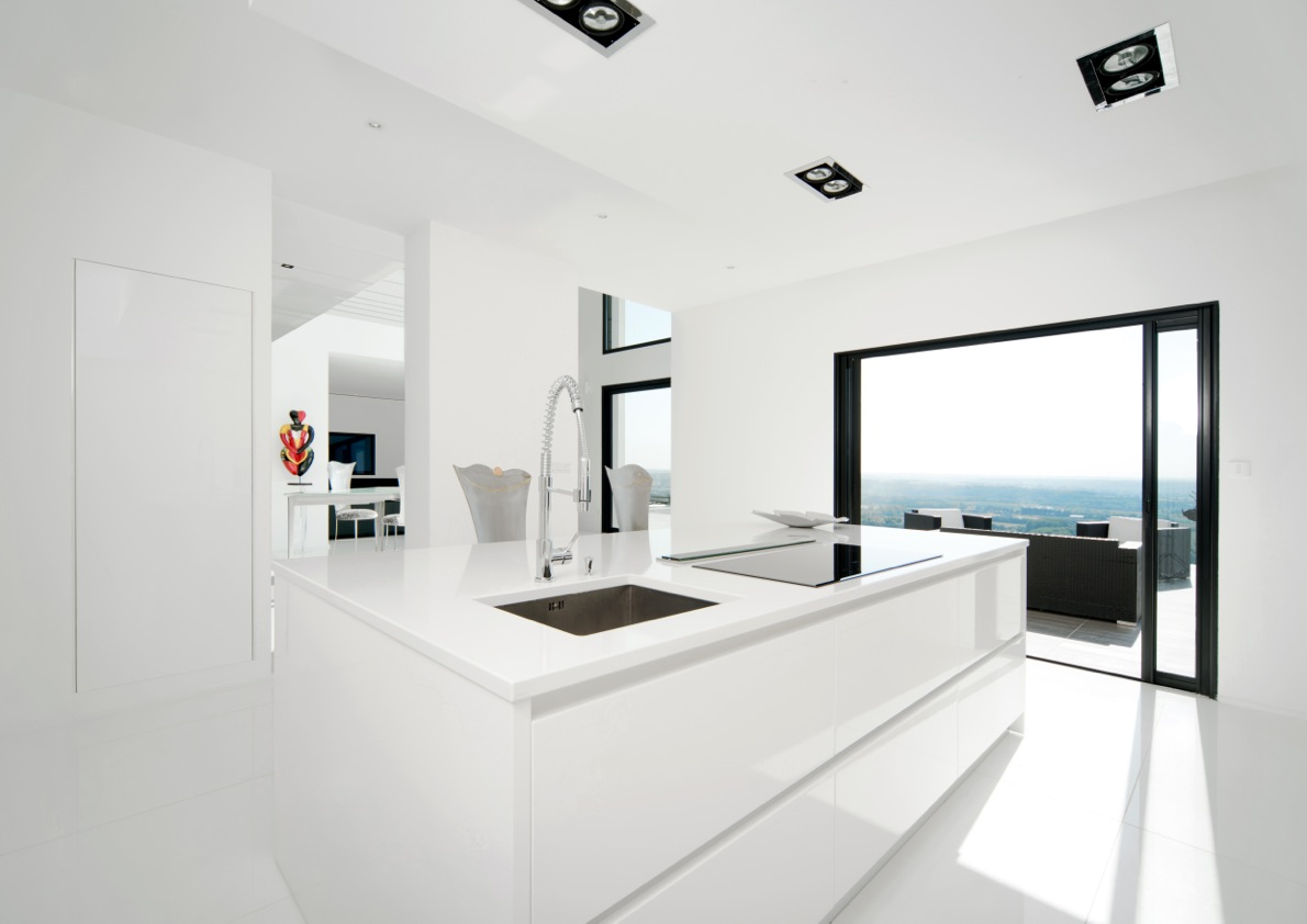 Villa ultra contemporaine r alisation rh ne bureau d 39 tudes et architecte - Cuisine ultra design ...