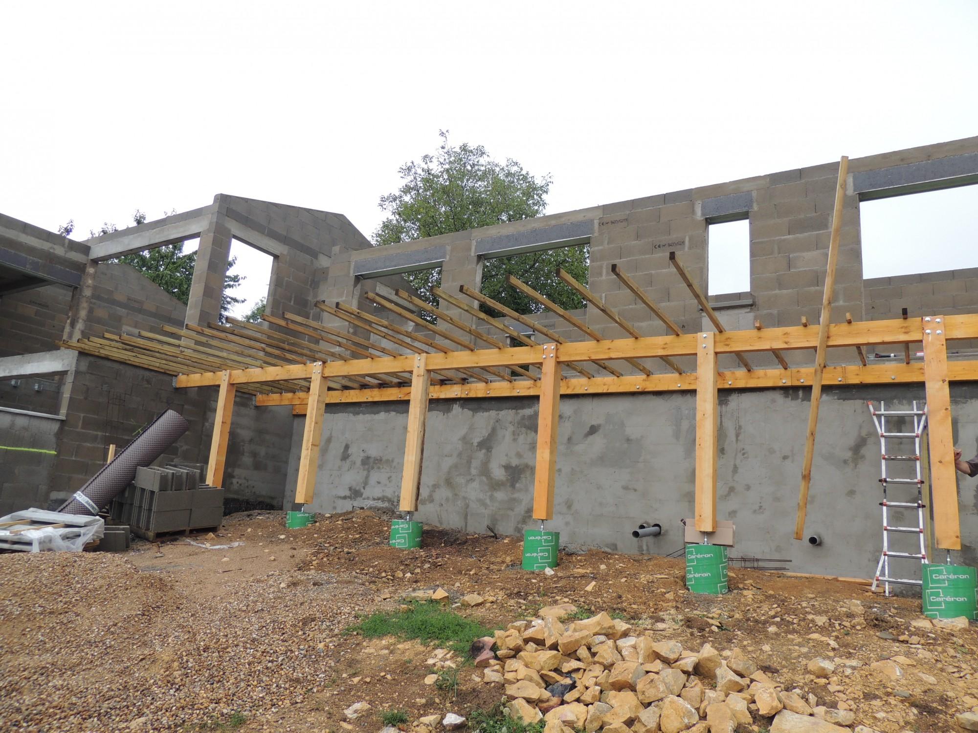 maison terrasse bois en construction rhone
