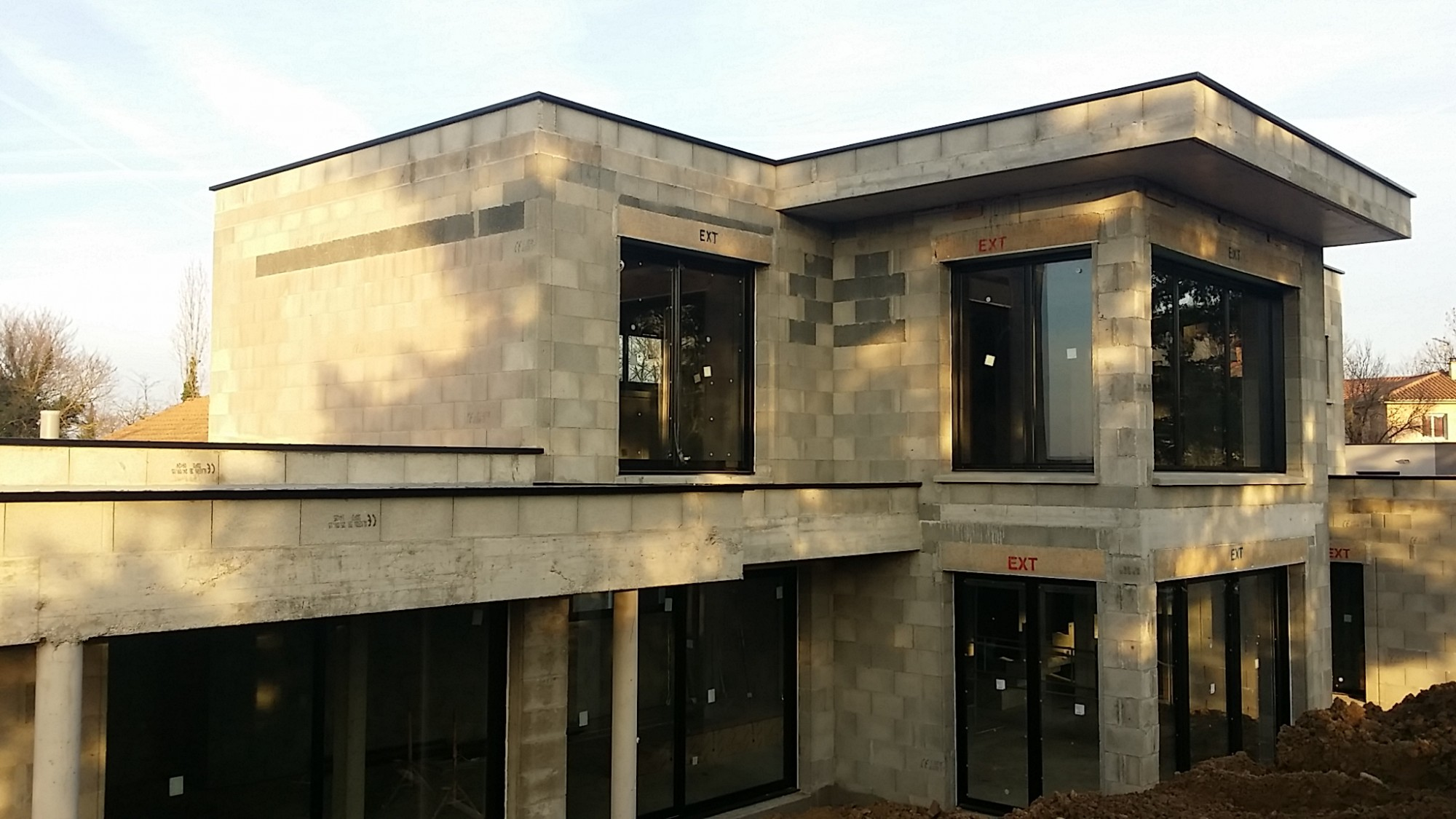 maison contemporaine au sud de lyon bureau d 39 tudes et architectes villefranche sur sa ne. Black Bedroom Furniture Sets. Home Design Ideas
