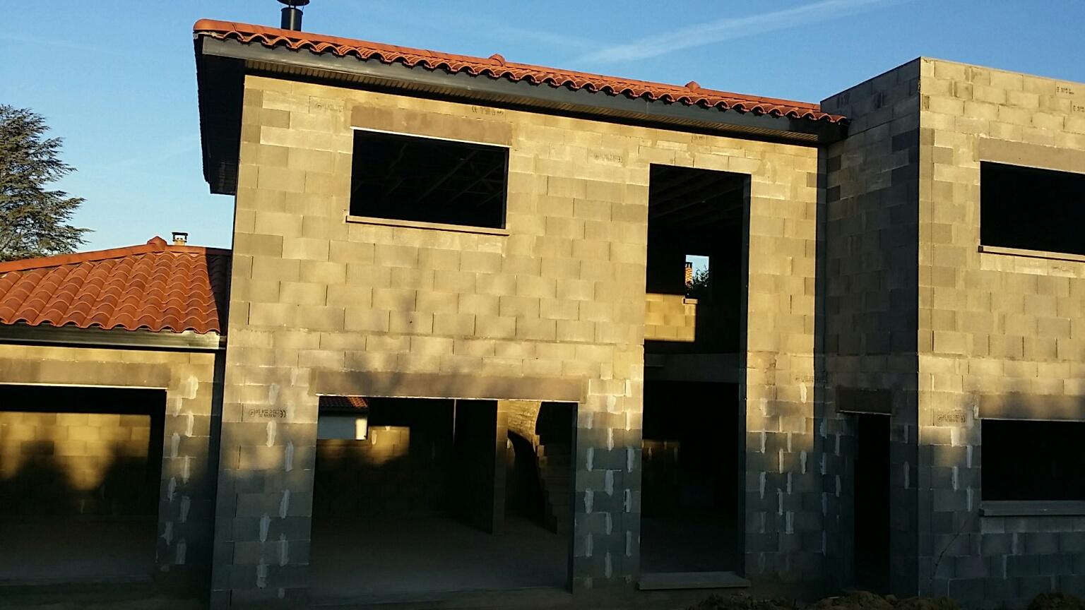 Construction d 39 une maison semi contemporaine au nord est de lyon bureau d - Maison semi contemporaine ...