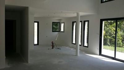 intérieur cuisine d'une maison contemporaine sur charbonnières