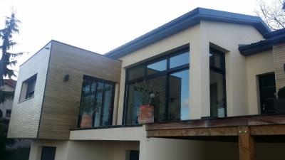 maison contemporaine baies vitrées bois et acier
